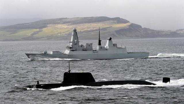"""导弹驱逐舰和核潜艇哪个更大?不是所有核潜艇都是""""台风""""级_攻击型"""