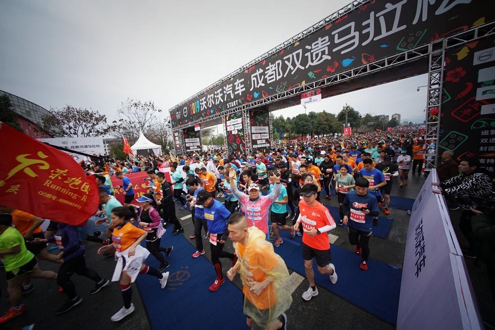 成都双遗马拉松肯尼亚选手夺冠 杨春华女子第一_大道 体育新闻 第1张