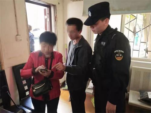 40岁女子都到假购票信息吓坏了,邓州特警热情解惑露笑脸!