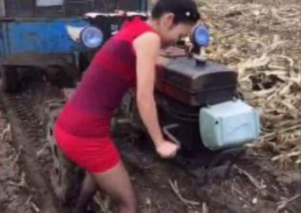 搞笑GIF:找媳婦還是著農村的好,很多小伙子都搖不著