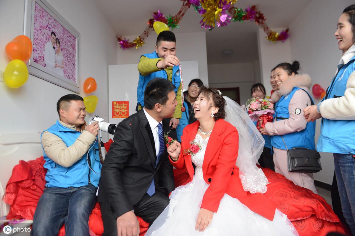 新娘闹洞房图片 90后结婚闹洞房招数有哪些_齐家网
