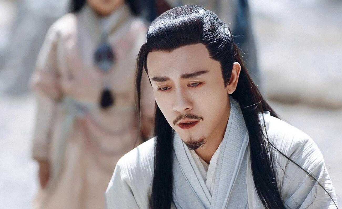 """原创             新版倚天""""霸道总裁""""杨逍火了,在他之前还有更完美的例子"""