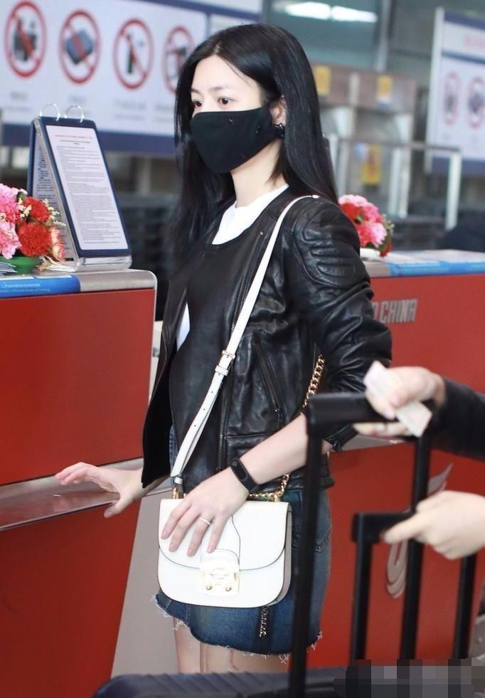 辣妈陈妍希终于摆脱小笼包脸,瘦一圈美回沈佳宜的初恋脸!