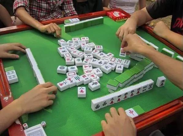"""李蓬国:教师寒假在家打麻将被拘,不能""""为质疑而质疑"""""""