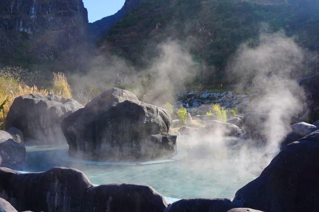云南最适合自驾游的温泉景区风景独美我要去大自然中泡温泉!(图1)