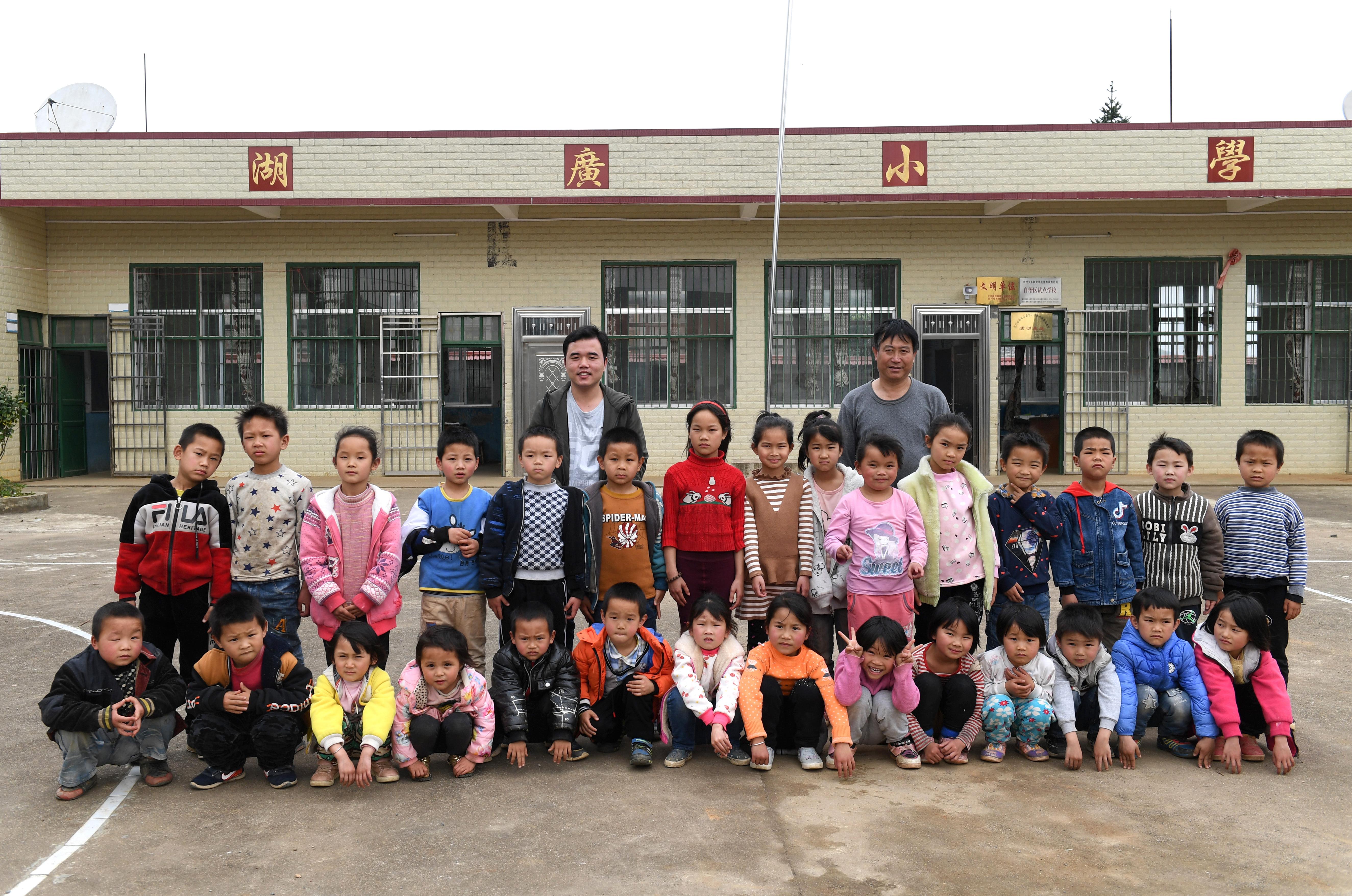 湖广小学:跨越两省区的乐享牛牛棋牌,开元棋牌游戏,棋牌现金手机版坚守与接力