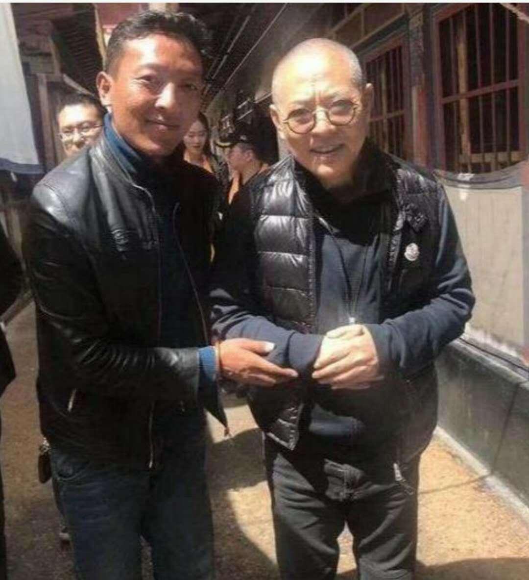55岁李连杰近照像年轻了好几岁,完全不见之前的苍老病态!