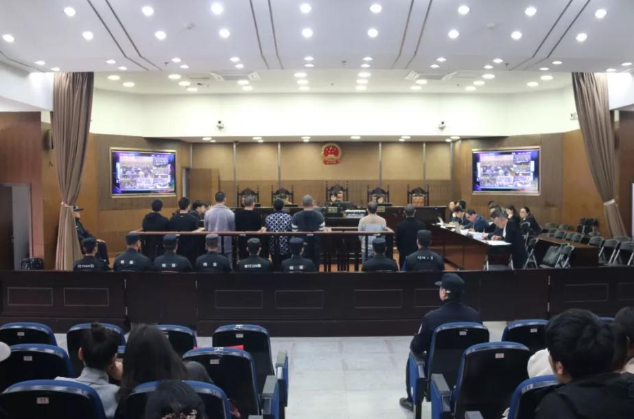 """10人涉""""套路贷""""恶权势犯法 被杭州检方公诉"""