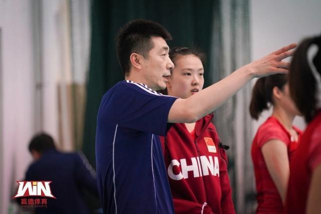 中国女排集训最新消息:19人集合完毕,海鲜大餐姑娘们都说好