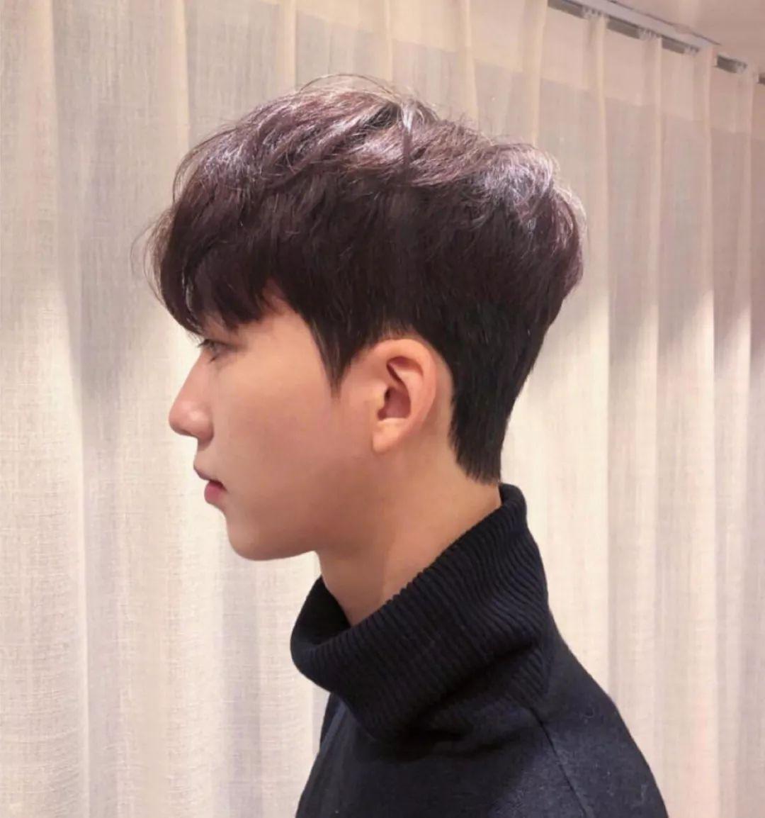 中分烫刘海发型图片