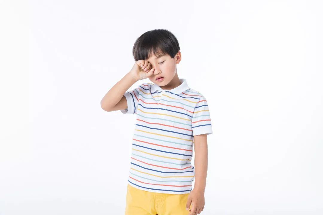 孩子爱揉眼睛,不一定是没睡够!