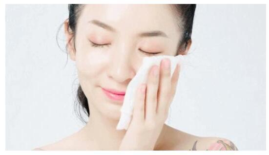 按肤质选卸妆油,卸到干净为止