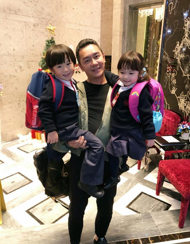 陈浩民蒋丽莎带子女和朋友聚会,只有老三继承了爸爸的高颜值!