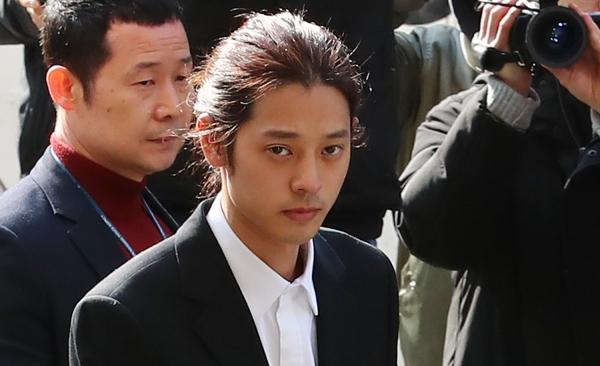 韩国歌手郑俊英被批捕:偷拍并散播淫秽影片 10人受害