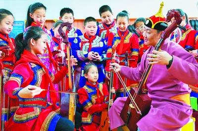 开设民族特色课程 弘扬传承民族文化