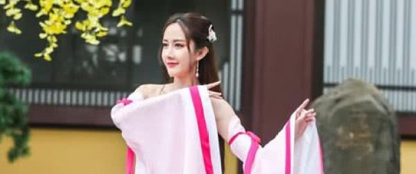 出道十年一直不温不火,被网友誉为烂片女王,今成短视频女网红!