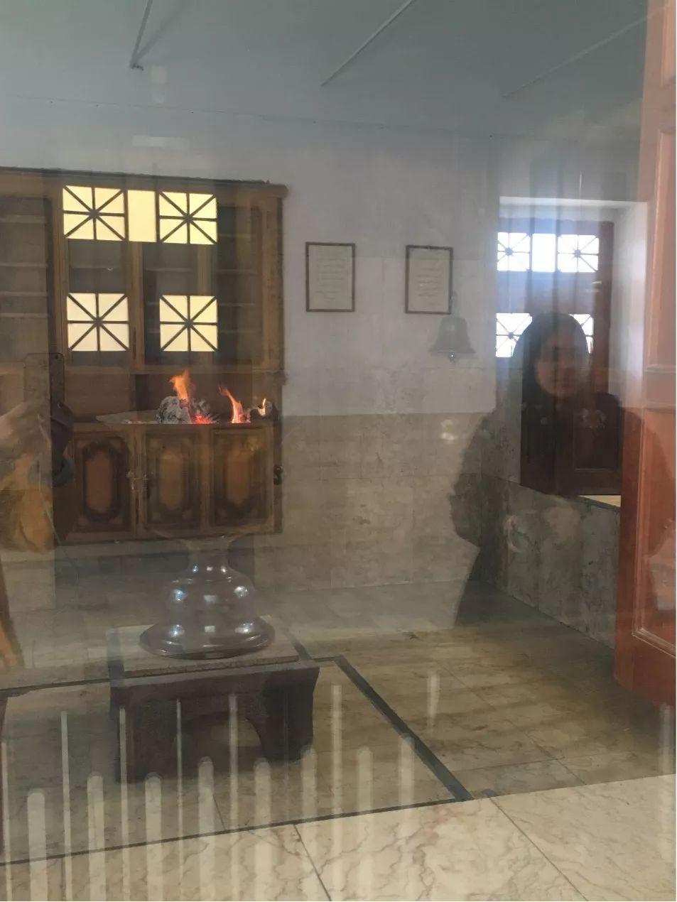 拉铺e�_旅游 正文  拜火教总坛,该建筑上的人形飞鸟标志为拜火教主神阿胡拉