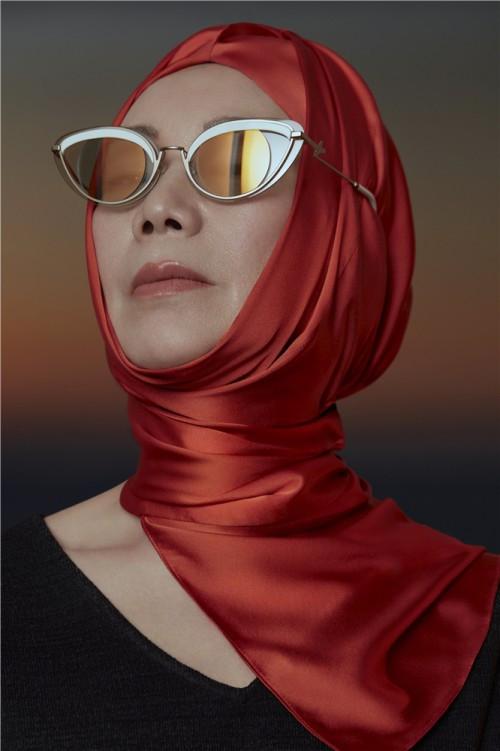 打破偏见,,引领银发族群的时尚之光