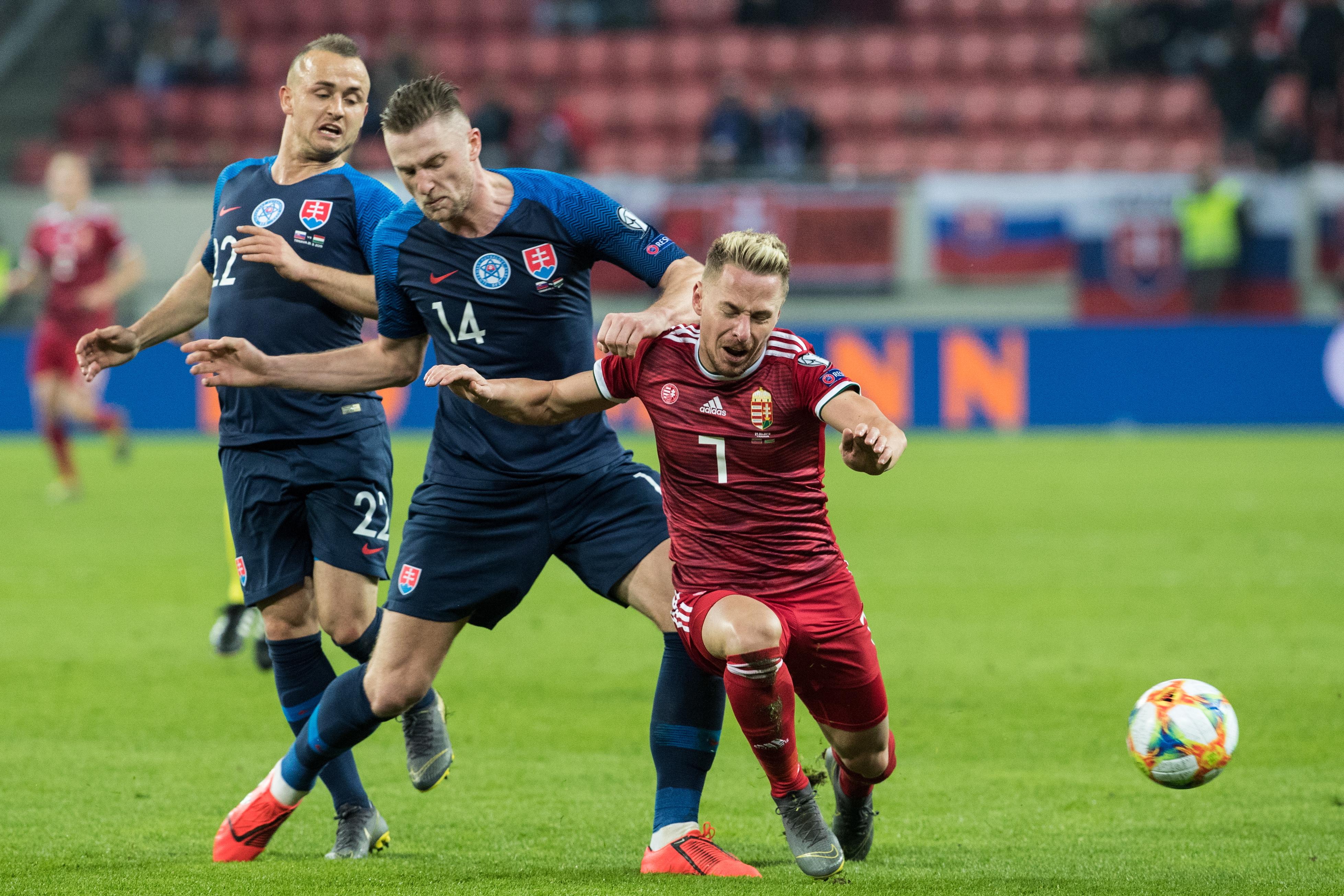 足球——欧锦赛预选赛:斯洛伐克胜匈牙利