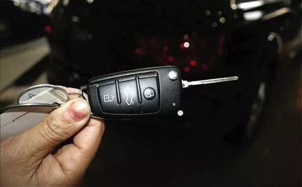 柏兰大健康家居小常识 车钥匙的三个键你都知道怎么用吗