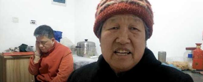 哎!蚌埠一大妈信偏方致儿子聋哑,照顾儿子49年!