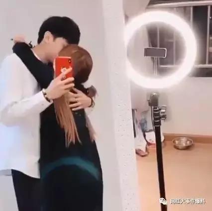 杨清柠再交新男友,?陈小硕获得年度最佳演员奖 作者: 来源:网红速报