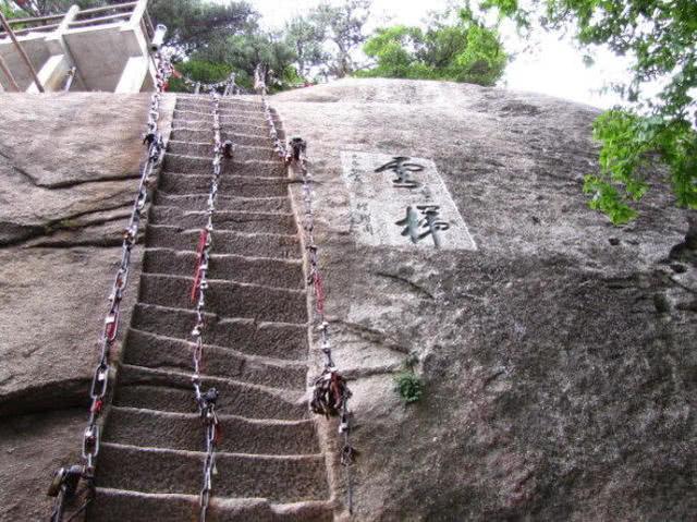 国内最难爬的楼梯,一旦出发就要走完,想后退大家也不会