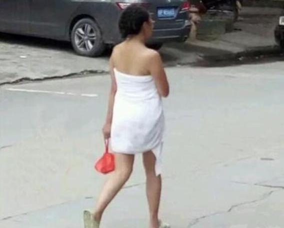 搞笑GIF:姑娘這樣就上街的,不是讓人難為情嗎