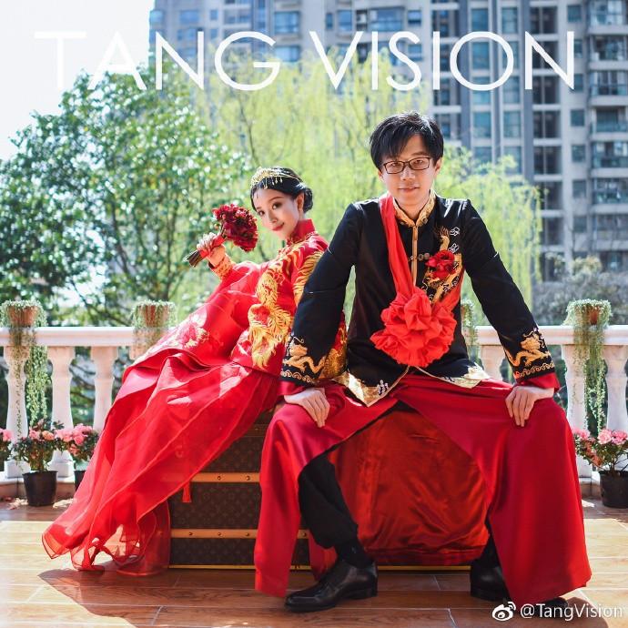 09小舞新婚年夜喜排面实足,王思聪当伴郎秒登热搜第一