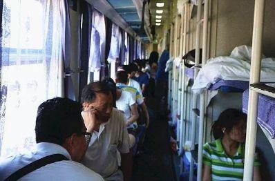 乘坐火车卧铺,女性选择下铺会泄露 隐私 吗 乘务员道出真相
