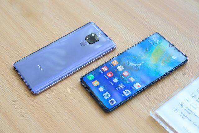 在华为mateX折叠屏后,还有一款5G手机,价格也更加亲民