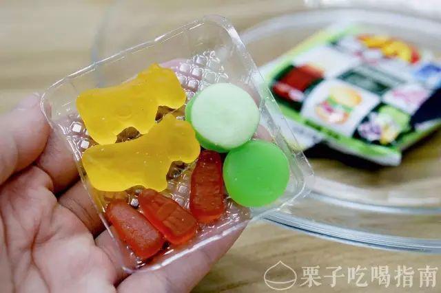 美食 正文  巧克力味的奶糖,造型和小石头长得很相似,刚吃的时候感觉图片