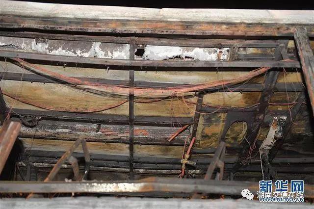 湖南高速客车失火幸存乘客讲述:车厢后部最先起火 很快蔓延车厢
