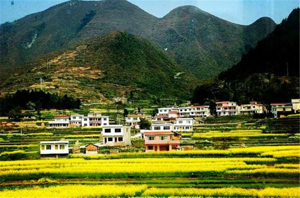 贵州这个淳朴村庄,小别墅建在大山坳里,驴友误入桃花源