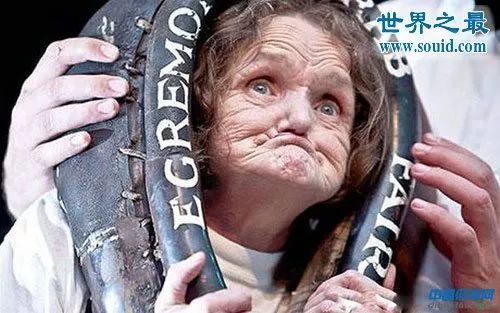 经过吉尼斯世界纪录认证,确定安妮.伍兹就是世界上最丑的女人.