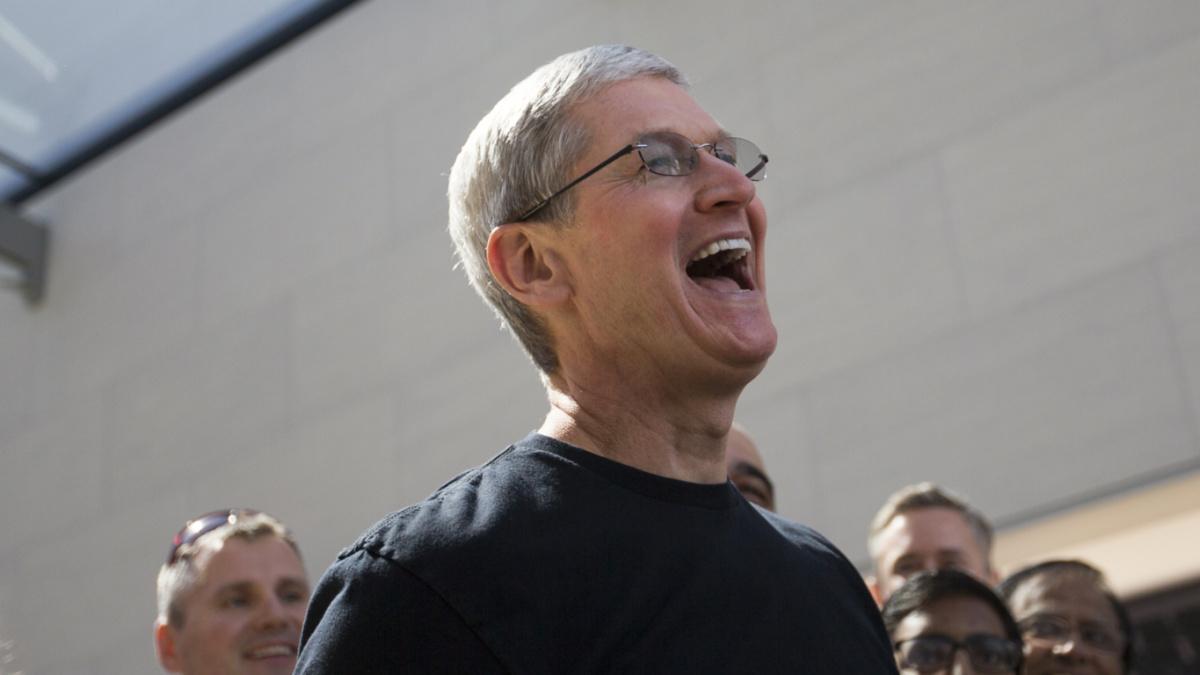 在发布会开始的前 24 个小时,「贪玩」的苹果已经玩起了直播