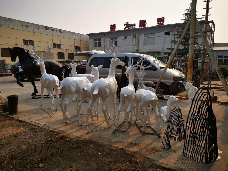 《天津善大雕塑》玻璃钢鹿雕塑(禄)欣赏