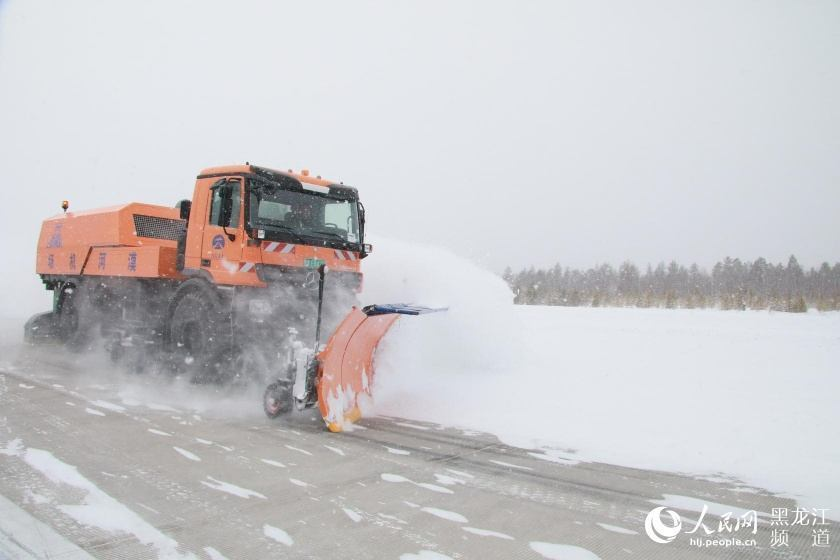 黑龙江漠河:迎来入春最大一场降雪 雪深15厘米