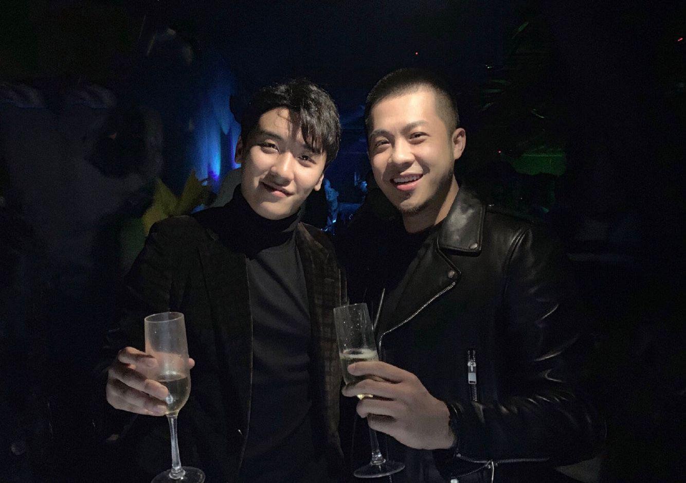 网红歌手大壮因老赖被央视法制节目马赛克,曾与Bigbang胜利合影