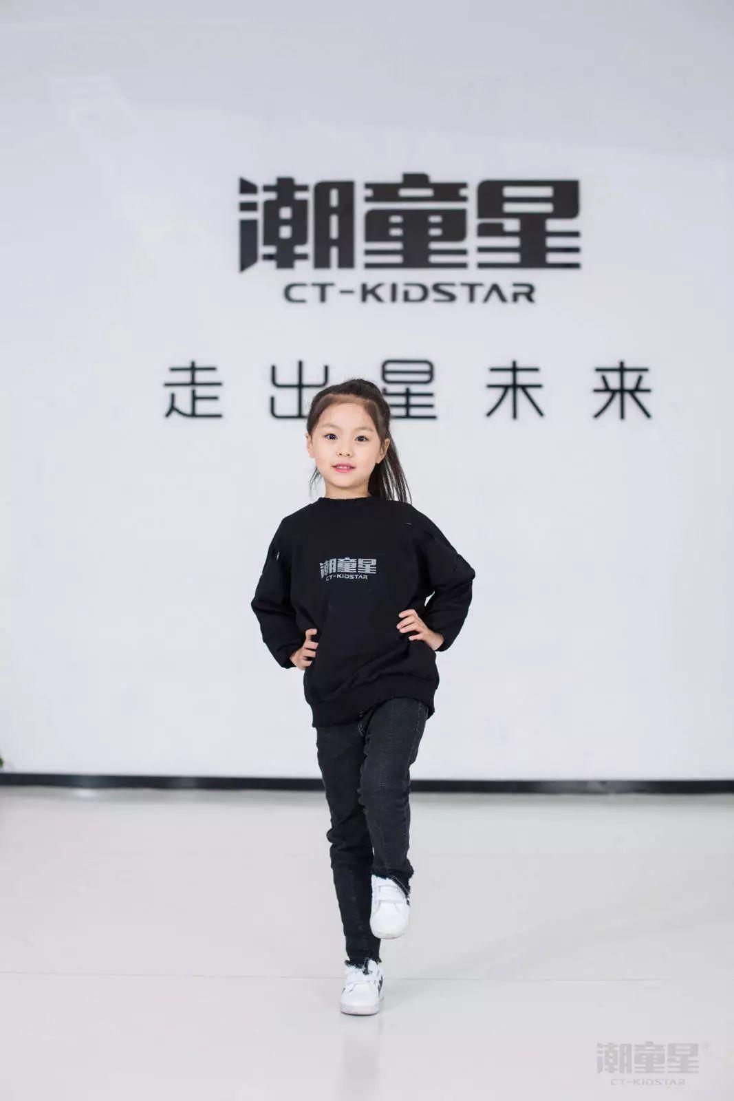 儿童模特t台走姿标准版全示范