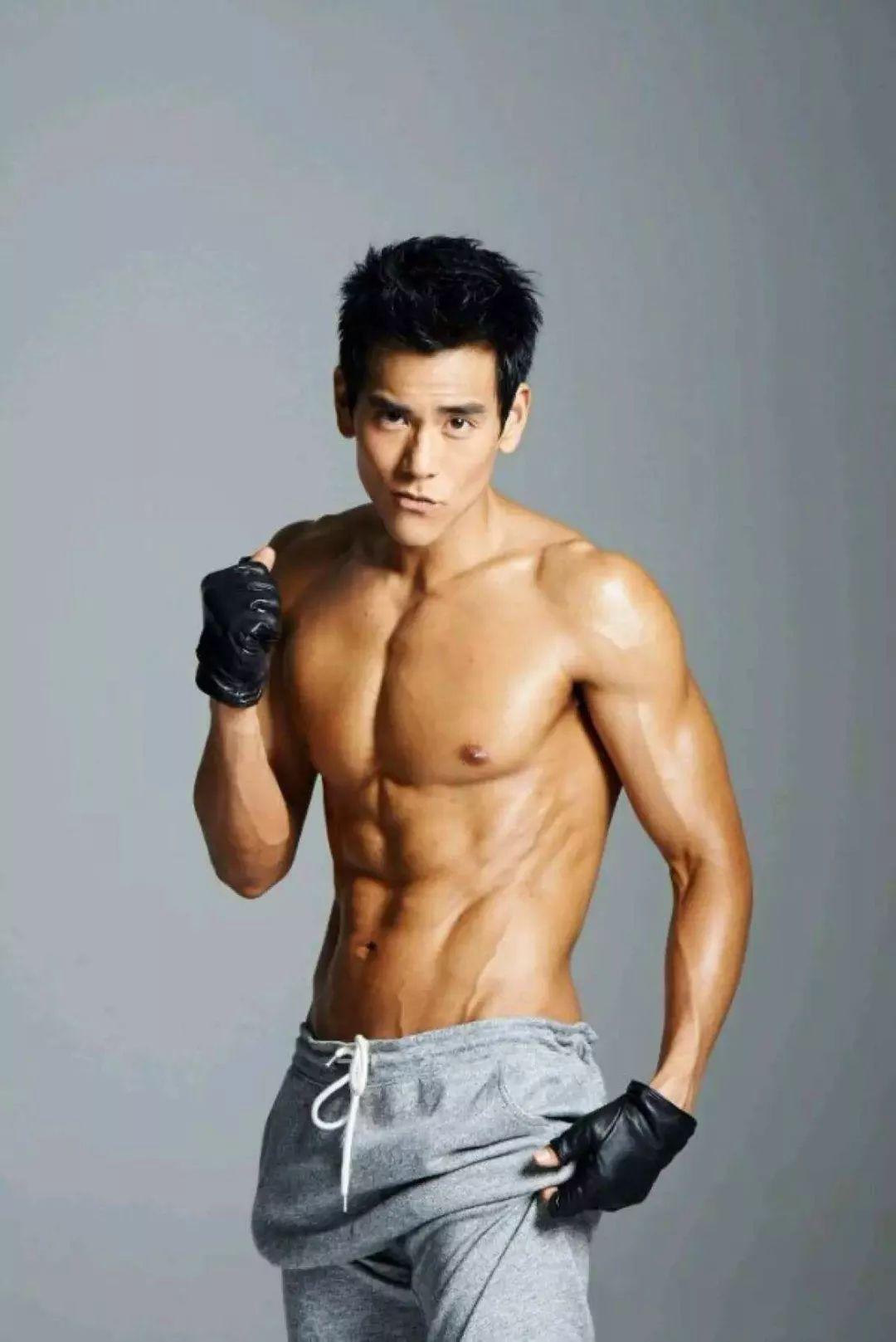 健身男神彭于晏的4 37岁,看看你们老公都经历了什么