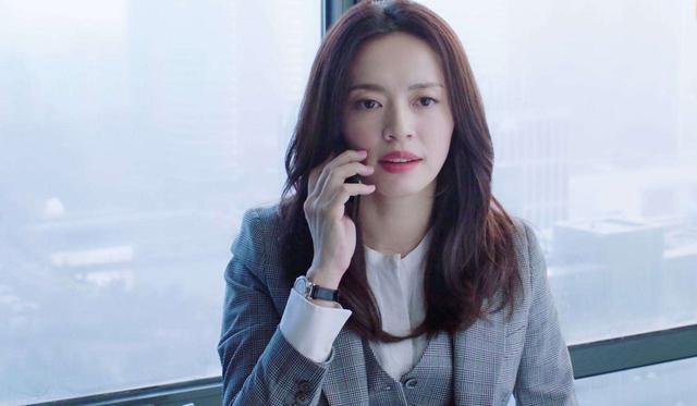 姚晨哭戏获赞,扭转中年女演员的事业瓶颈,但境地还是尴尬