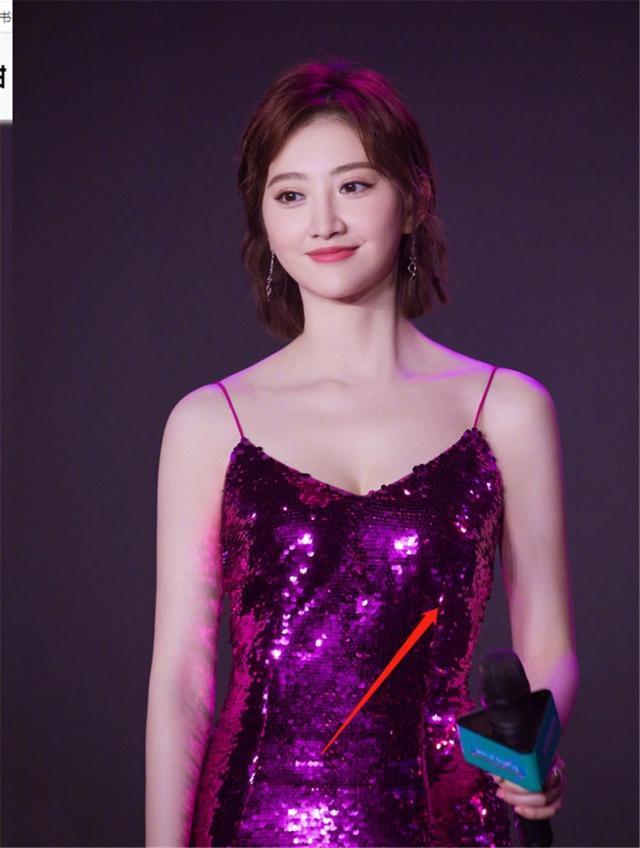 """景甜真会穿!竟把红色鱼尾裙穿得这么惊艳,美得像条""""美人鱼"""""""