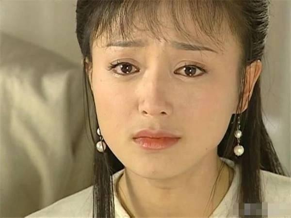 秦岚黄奕《还珠》16年后再聚首,小燕子知画同台看秀亲密耳语图片