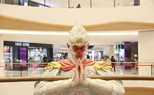 """网红美猴王护法火了!8米高的雕塑不叫悟空新名字是""""勿空"""" 行业新闻 丰雄广告第1张"""