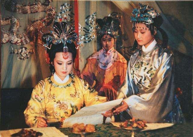 贾政的一句称呼,揭开了红楼梦中贾元春的神秘身份(图4)