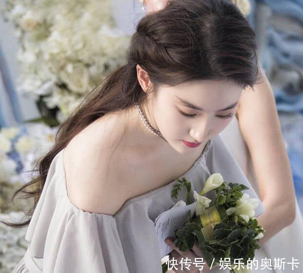 唐嫣伴娘发型_唐嫣的伴娘装,刘亦菲的伴娘装,都没有关晓彤的伴娘服惊艳_礼服