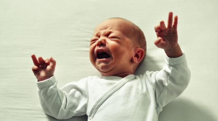 两个月的宝宝睡觉前要家长哄一下才睡正常吗?六个月前都还算正常的