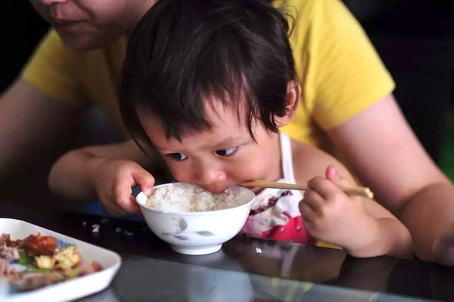 孩子缺锌的表现有哪些?这些症状不可忽视,家长别大意!
