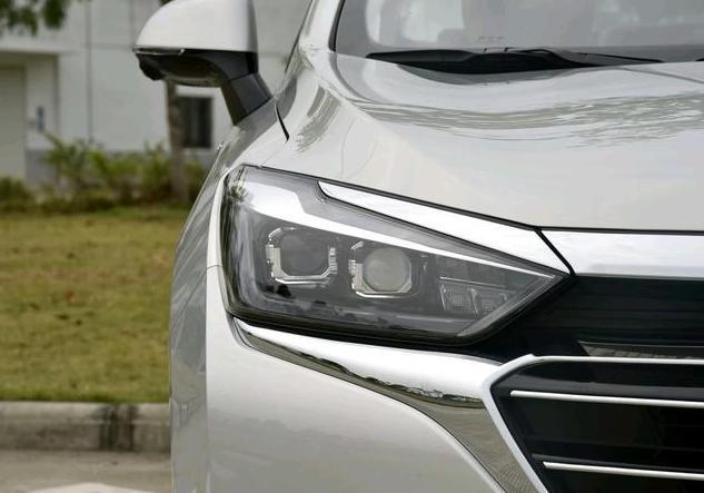"""国产家用车不小,精致的内饰只有7.99万,堪称""""最美""""的B级车!"""